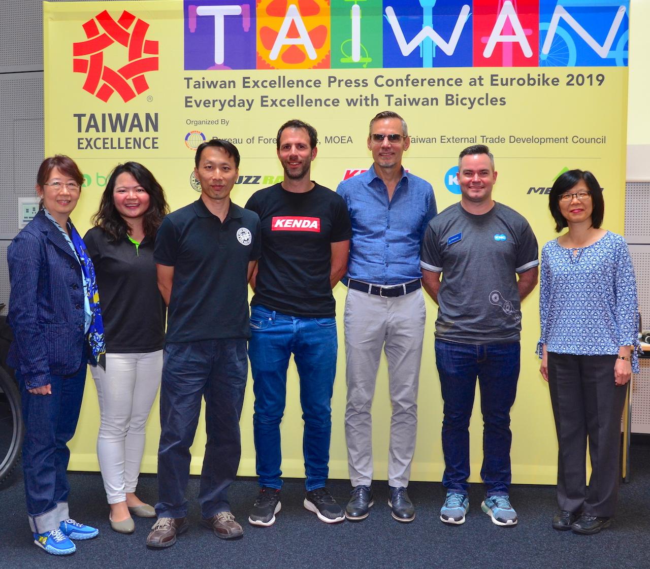 Von links nach rechts: Gina Chang, Pein-Shan Chiang, Anthony Lai, Hubert Hager, Jürgen Falke, Adrian Bleiler, und Lydia Chou